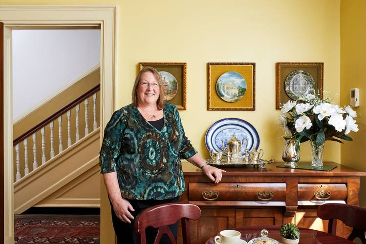 Ms. Smith bought the inn, complete with most of its antique furnishings, for just under $1.2 million in 2016.
