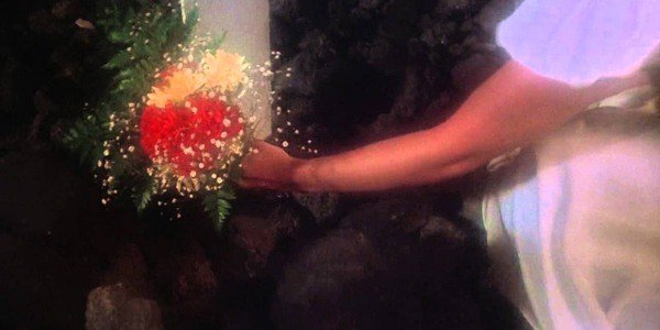 Laying flowers on Carrie's grave in Carrie 1976