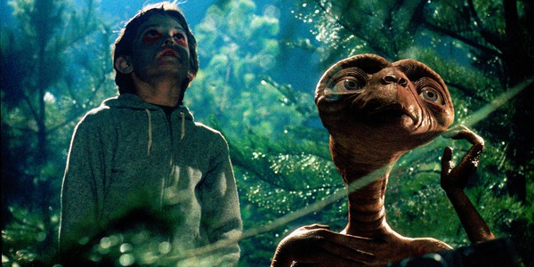 E.T. the Extra-Terrestrial Elliot and ET look up at the skies