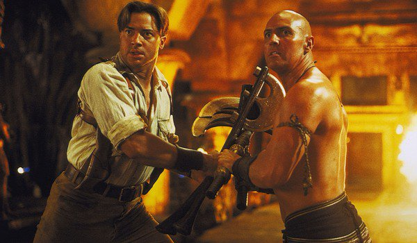 The Mummy Returns Rick and Imhotep stop fighting and look towards something shocking