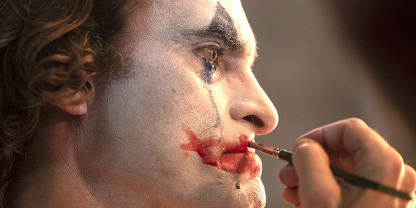 Joaquin Phoenix puts on makeup in Joker