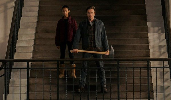 Doctor Sleep Abra and Danny on the Overlook's lobby staircase