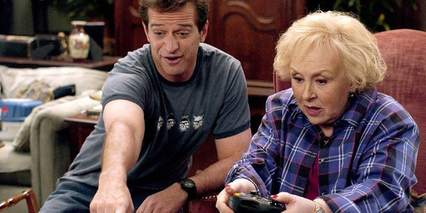 Allen Covert and Doris Roberts play video games in Grandma's Boy
