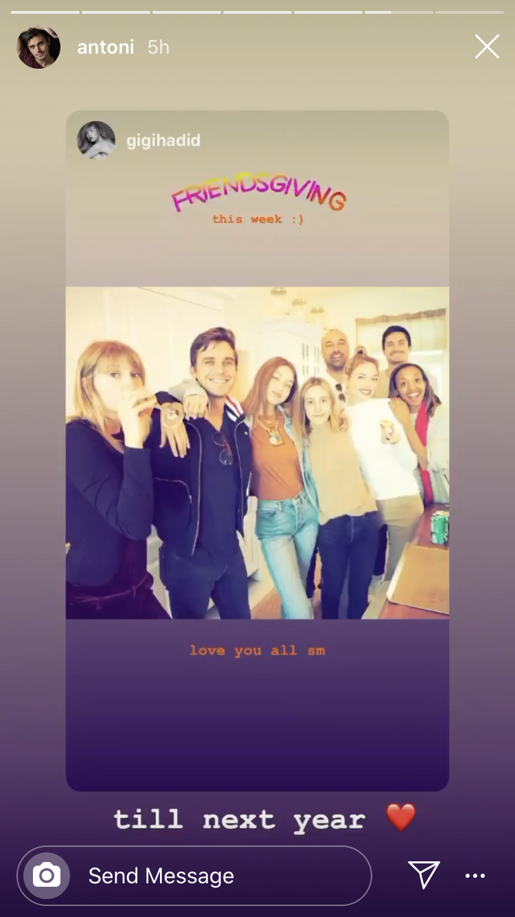 Taylor Swift Hosted a Friendsgiving Dinner for All Her ...