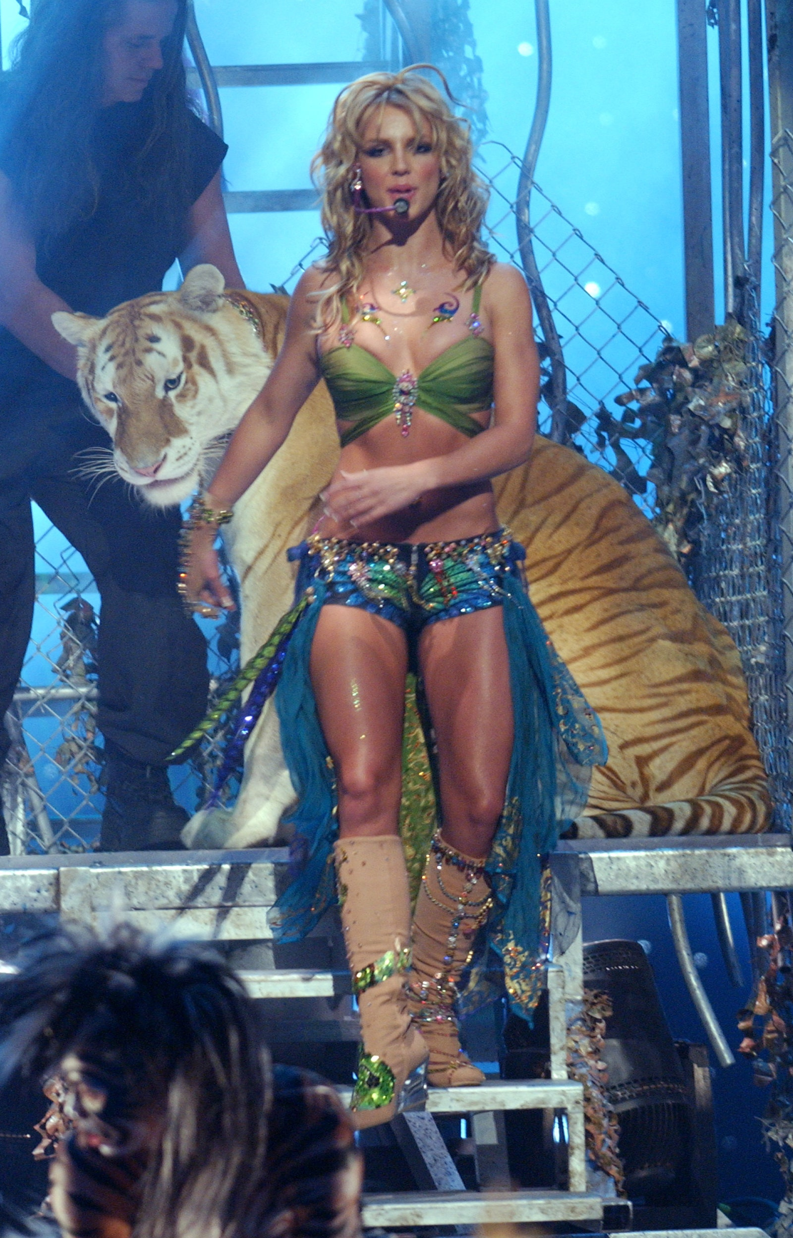 Britney Spears performs at the 2001 VMAs